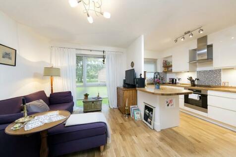 Ravensmede Way, London, W4. 1 bedroom apartment