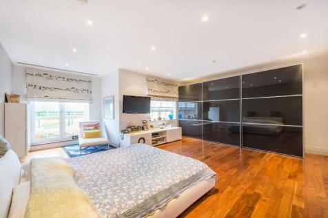 Mountview Close, Golders Green, London, NW11. 5 bedroom penthouse