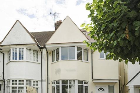 Clifton Gardens, Temple Fortune, London, NW11. 1 bedroom flat