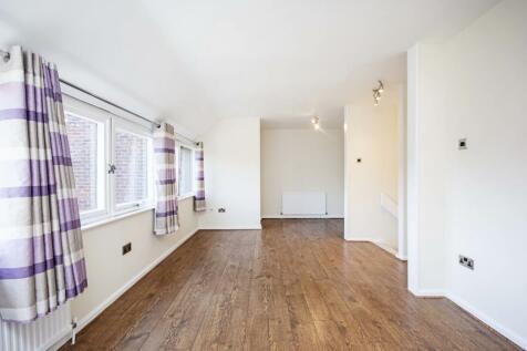 Britten Close, Golders Green, London, NW11. 2 bedroom flat