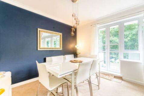 Freeland Park, Mill Hill, London, NW4. 2 bedroom flat