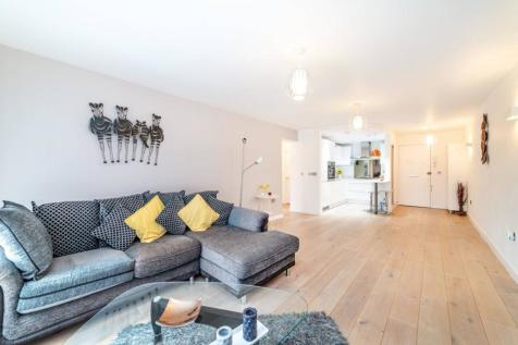 Eversley Park Road, Winchmore Hill, London, N21. 2 bedroom flat