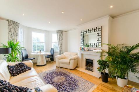Tillingbourne Gardens, Finchley, London, N3. 2 bedroom flat