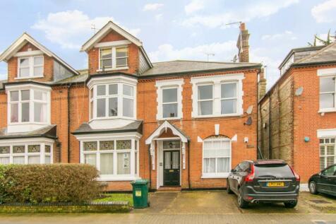 Ravenscroft Park, High Barnet, Barnet, EN5. 3 bedroom flat for sale