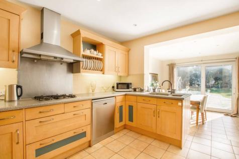 Kingwell Road, Hadley Wood, Barnet, EN4. 5 bedroom detached house for sale