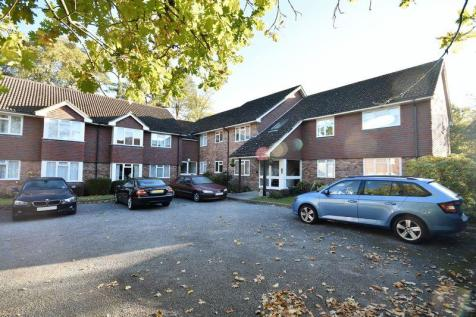 Trimmers Field, Farnham. 2 bedroom flat