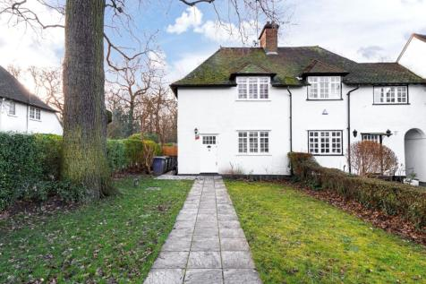 Oakwood Road, Hampstead Garden Suburb. 4 bedroom end of terrace house for sale