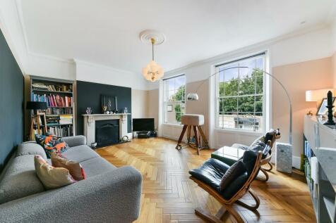Mildmay Park, London, N1. 4 bedroom maisonette