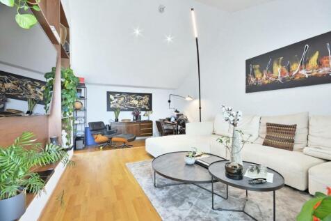 Highbury Stadium Square, London, N5. 2 bedroom flat for sale