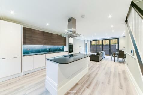 Grosvenor Avenue, London, N5. 3 bedroom terraced house for sale