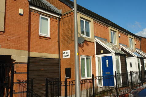 Fairbourne Walk, Oldham. 2 bedroom town house for sale