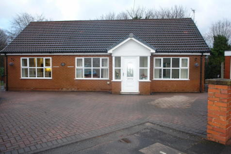 Leaside Avenue, Chadderton, Oldham. 3 bedroom detached bungalow for sale