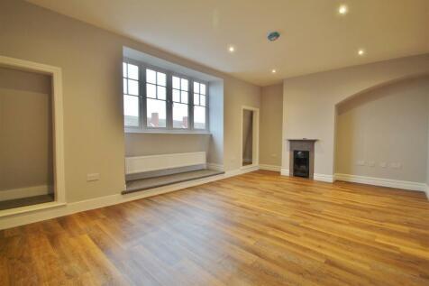 South Street, Old Isleworth. Studio flat