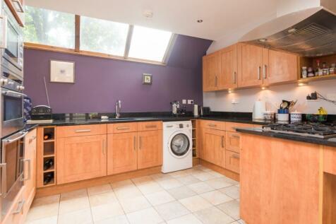 Best Lane, Canterbury, CT1. 2 bedroom semi-detached house