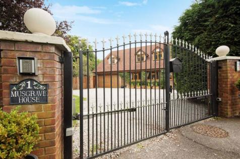 Musgrave Close, Hadley Wood, Hertfordshire. 5 bedroom detached house for sale
