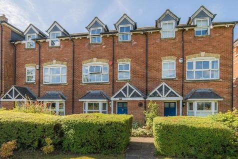 Tower View, Chartham, CANTERBURY. 3 bedroom town house