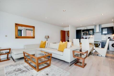Western Gateway, London E16. 2 bedroom flat