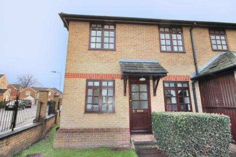 Westfield Park Drive, Woodford Green, IG8. 2 bedroom flat