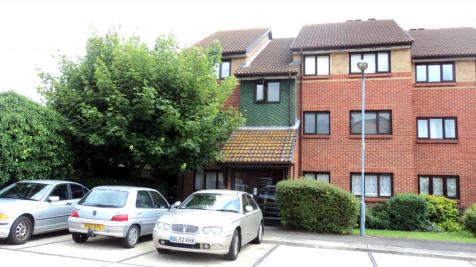 Bernards Close, IG6. 2 bedroom flat