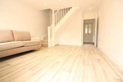 Notton Way, Lower Earley. 1 bedroom end of terrace house