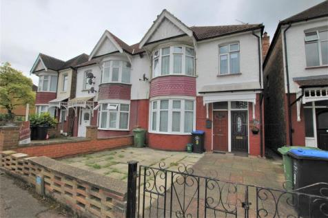 Norton Road, Wembley, Middlesex,. 3 bedroom maisonette