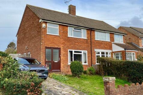 Edgecote Close,Caddington. 3 bedroom semi-detached house