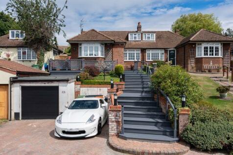 Mancroft Road, Caddington. 4 bedroom bungalow
