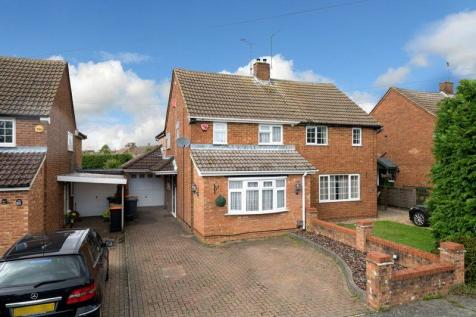 Immaculate Family Home. 3 bedroom semi-detached house