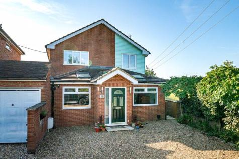 Amazing Four Bedroom Detached Family. 4 bedroom detached house