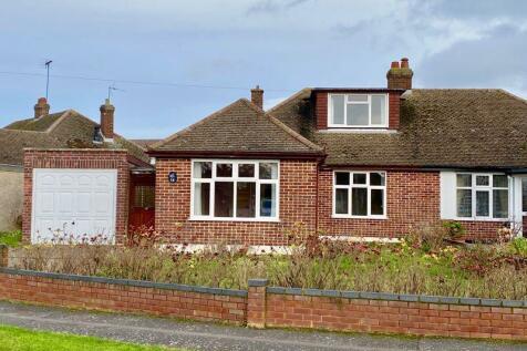 Hawthorn Crescent, Caddington. 4 bedroom semi-detached bungalow for sale