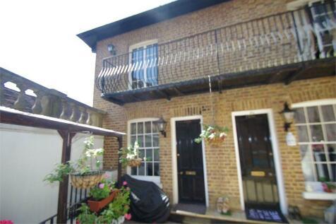 High Street, WATFORD, WD17. 2 bedroom flat