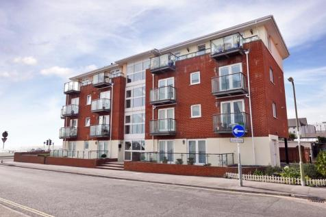 THE SPINNAKERS, LEE ON THE SOLENT. 2 bedroom apartment