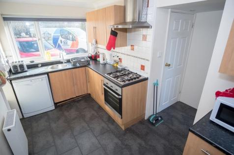 5 DOUBLE BED STUDENT HOUSE ***5 MIN WALK TO UNI***. 5 bedroom detached house