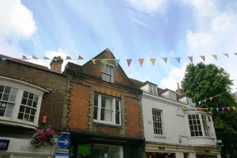 High Street, Winchester, SO23. 4 bedroom maisonette