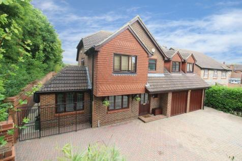 Tennyson Close, HORSHAM. 5 bedroom detached house