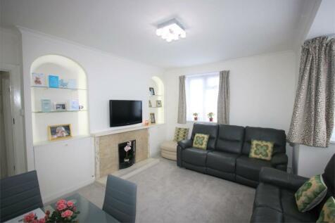 Finchley Court, Ballards Lane, London, N3. 2 bedroom flat