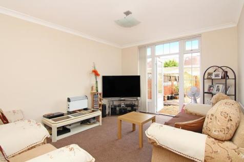 Greenford Avenue, Southall, UB1. 2 bedroom flat for sale