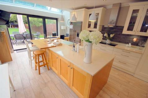Chignal Road, Chelmsford. 5 bedroom detached house for sale