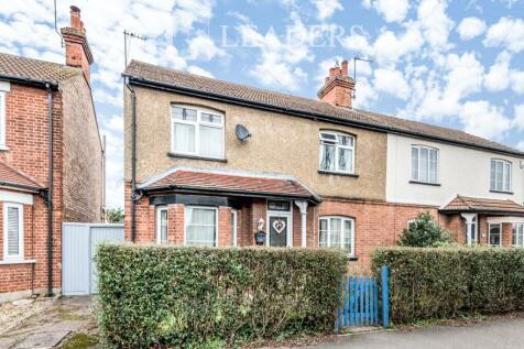 Goldington Road, Bedford MK40 3EB. 4 bedroom town house