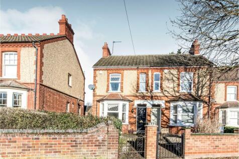 Goldington Road, Bedford MK41 9NT. 3 bedroom semi-detached house