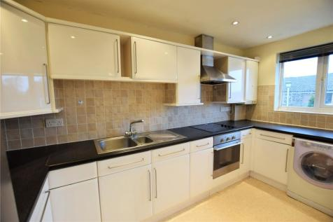 Greenham Wood, Bracknell, Berkshire, RG12. 2 bedroom maisonette
