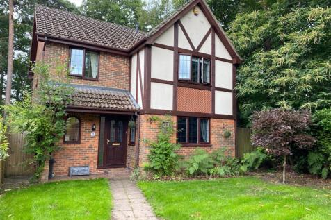 Holme Close, Crowthorne, Berkshire, RG45. 4 bedroom detached house
