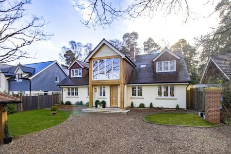 Dukes Ride, Crowthorne, Berkshire, RG45. 5 bedroom detached house
