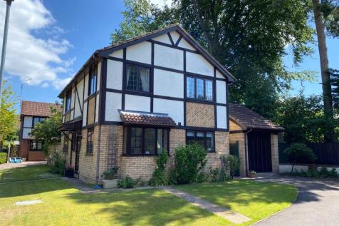 Blake Close, Crowthorne, Berkshire, RG45. 4 bedroom detached house