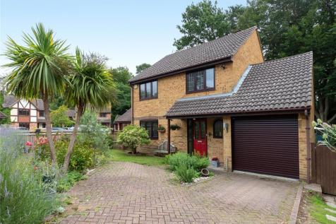 Leith Close, Crowthorne, Berkshire, RG45. 4 bedroom detached house