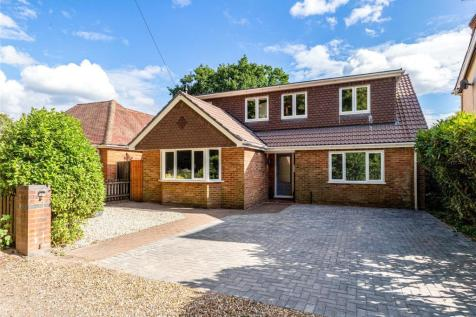 Addiscombe Road, Crowthorne, Berkshire, RG45. 5 bedroom detached house
