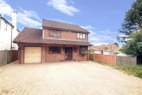 Bracknell Road, Crowthorne, Berkshire, RG45. 4 bedroom detached house