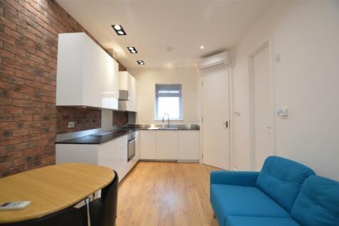 Monkville Mansions NW11. Studio flat