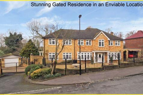Riesco Drive, Shirley Hills. 5 bedroom detached house for sale