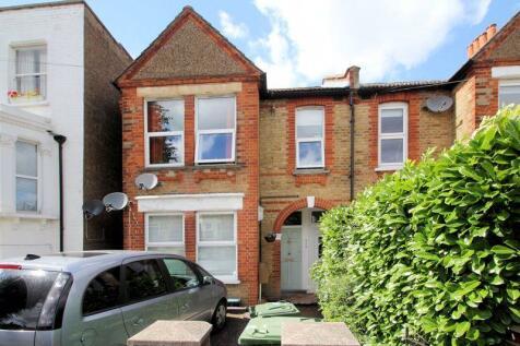 Birkbeck Road, Beckenham. 2 bedroom flat